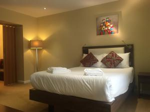A bed or beds in a room at Knaresborough Boutique Apartments