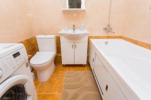 A bathroom at ЖК ПАНОРАМА Героя Сарабеева 3к1 рядом со Стадионом