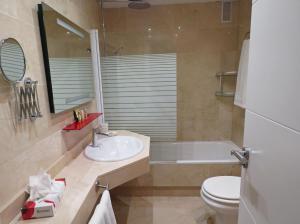 Un baño de Terrazas de Banus Apartment