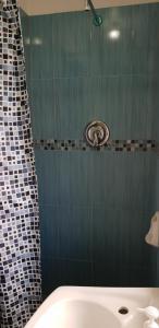 A bathroom at ELIZABETH PARK - COZY STUDIO