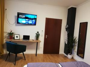 A television and/or entertainment centre at Dream & Relax Apartment's Messe