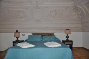 Posteľ alebo postele v izbe v ubytovaní Appartamenti Villa Bellini
