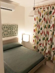 A bed or beds in a room at Affittimoderni Castelsardo Favola