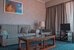 A seating area at Lion Hotel Apartments