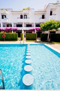 The swimming pool at or close to Apartamentos Orange Park Orange Costa