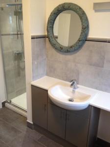 A bathroom at 43 Grafton Gardens