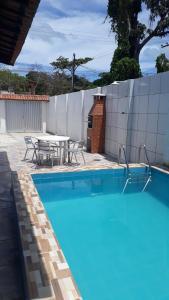 A piscina localizada em Casa Ilha de Itamaracá Forte Orange ou nos arredores
