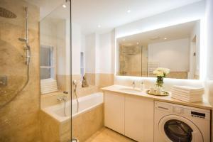 Ein Badezimmer in der Unterkunft Exclusive Apartment Così fan tutte