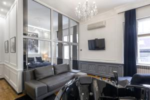 A seating area at Ben Akiba Luxury Suites