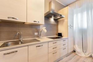 Cucina o angolo cottura di Verona Borgo Roma Apartment