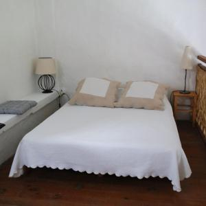 A bed or beds in a room at Mas Grimaud Gîte