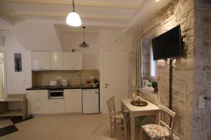 Cuisine ou kitchenette dans l'établissement NJ Corfu Liston Apartments