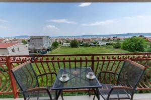 Ein Balkon oder eine Terrasse in der Unterkunft Apartman Ivan