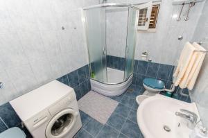 Ein Badezimmer in der Unterkunft Apartman Ivan