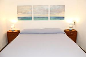 A bed or beds in a room at Villino Addaura