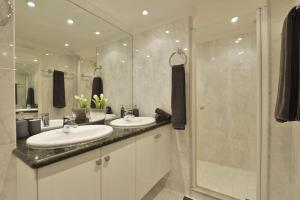 A bathroom at Stylish, luxury apt. with seaview and big pool