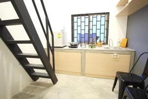 Dapur atau dapur kecil di Treehouse City Apartments