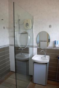 A bathroom at Gallery@7Homestay