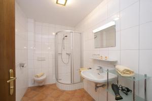 Ein Badezimmer in der Unterkunft Chalet Georg