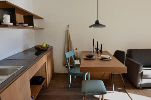 A kitchen or kitchenette at Apartments Mitterhof 1544