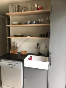 A kitchen or kitchenette at 9 Stevens Road