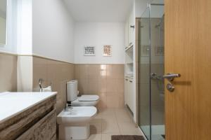 Kylpyhuone majoituspaikassa Apartamentos Atlantis Canarias Getaway