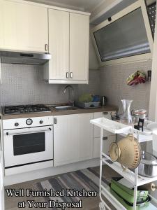 A kitchen or kitchenette at Giuly'S House Cozy & Comfy Apartment in Rome ....Real Rome !!!