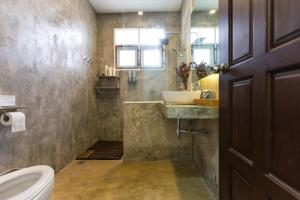 A bathroom at Baan Suksomboon by Pei Jing
