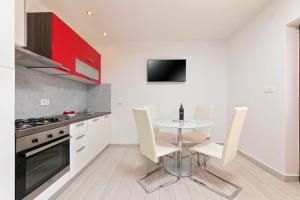 A kitchen or kitchenette at Apartments Paulino