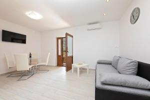A seating area at Apartments Paulino