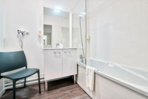 Salle de bains dans l'établissement Zenitude Hôtel-Résidences Toulouse Métropole