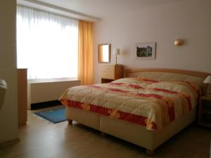 A bed or beds in a room at Wohnuñg Seestern