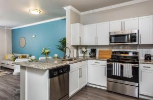 A kitchen or kitchenette at Downtown Dallas Cozy Suite