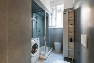 A bathroom at Buonarroti Apartment