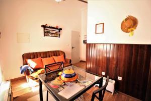 A seating area at Casa do Castelo