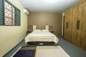 A bed or beds in a room at Casa Aconchego