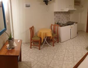 A kitchen or kitchenette at Epi Apartments