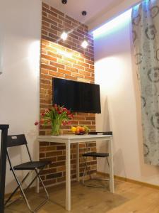 Televízia a/alebo spoločenská miestnosť v ubytovaní Aparthotel Fox Center