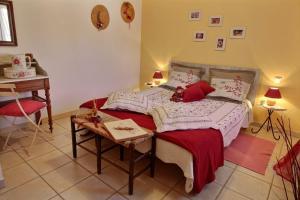 Un ou plusieurs lits dans un hébergement de l'établissement Le Cabanou