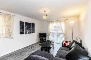 A seating area at Racecourse serviced apartments