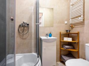 Ein Badezimmer in der Unterkunft Noc w Krakowie Apartamenty