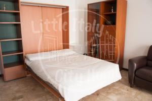 A bed or beds in a room at Little Italy City Home