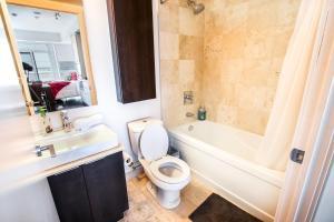 A bathroom at MiCasa Suites - Modern Executive Condo