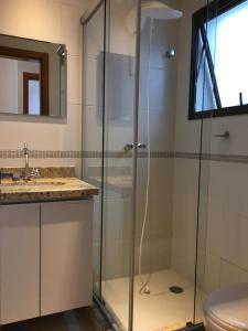 A bathroom at Apartamento lugar perfeito - 1