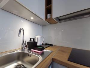 Kuchnia lub aneks kuchenny w obiekcie Przytulne apartamenty na Pułaskiego