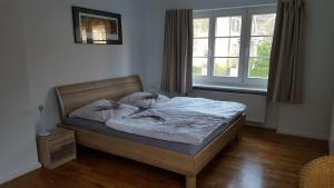 A bed or beds in a room at Beautiful House in Zehlendorf