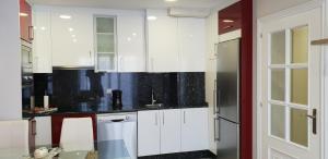 A kitchen or kitchenette at BALEA 62