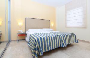 Un ou plusieurs lits dans un hébergement de l'établissement Apartamentos Vértice Sevilla Aljarafe