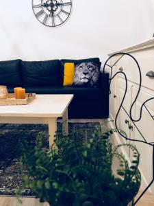 A seating area at Morschpoort EasyBnB