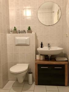 Ein Badezimmer in der Unterkunft Kaßberg-Apartment am Puls der Stadt